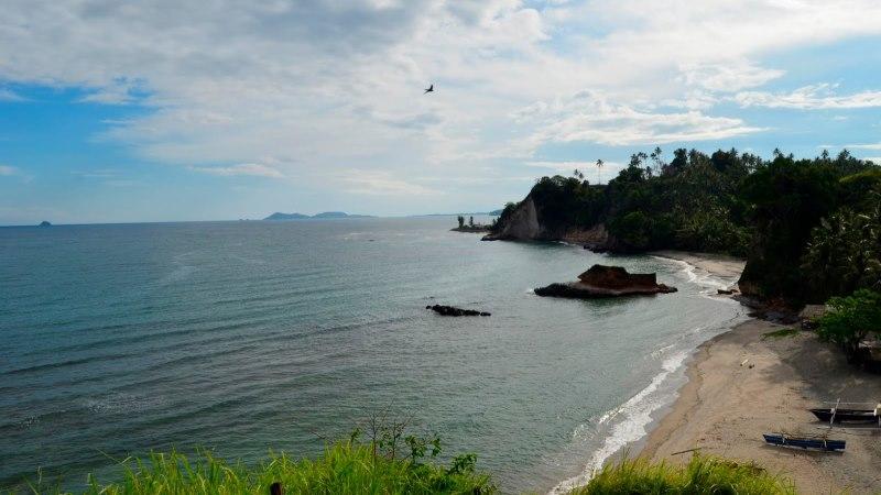 Keindahan Pantai Mahembang di Sulawesi Utara