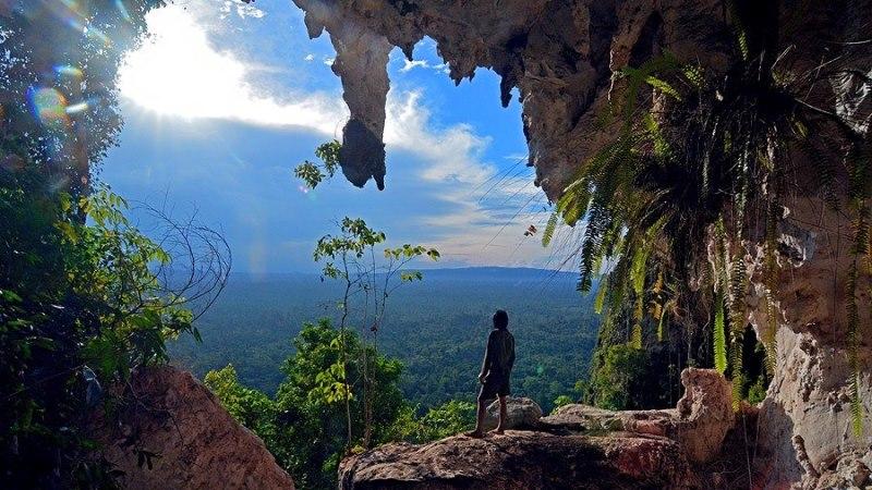 Menjelajahi Goa Tewet di Kalimantan